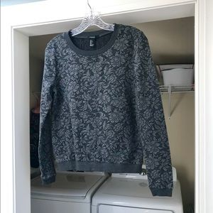 ❤️ Forever 21 Small Long Sleeved Grey Floral Top